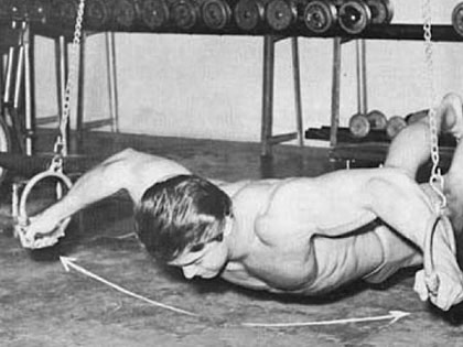 Tehnike razvlačenja za prsa sa vlastitom težinom