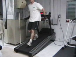 Hodanje unatrag na traci za vježbanje