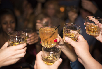 7 savjeta za alkoholiziranje bez narušavanja tjelesne forme