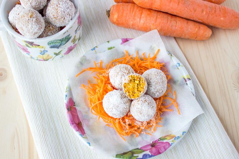 kolač od mrkve, datulja i kokosa