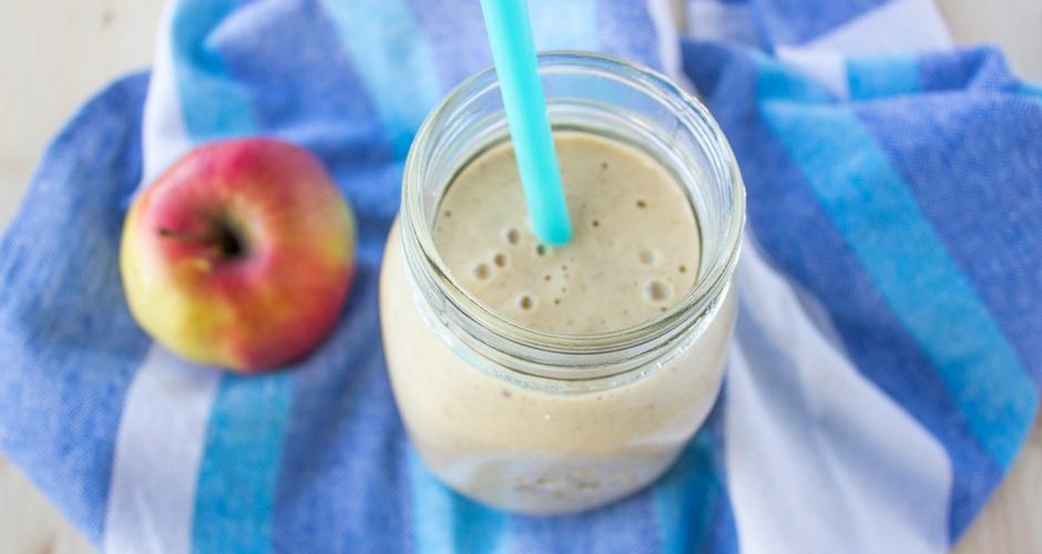 smoothie s jabukom, bananom i kikirikijem