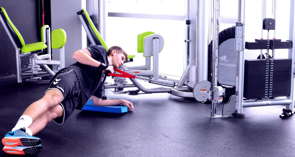 Lateral elbow plank (cable row)